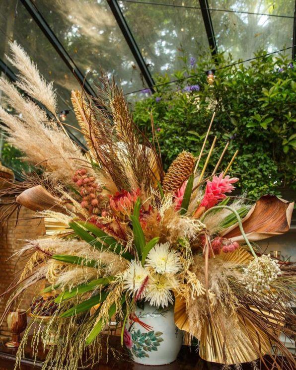 Decoração de casamento com folhas secas - Por: Museu De Grandes Novidades