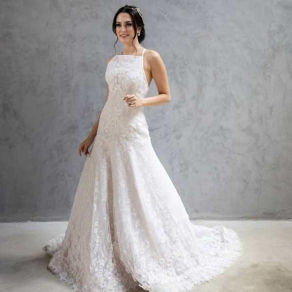Vestido de noiva com gola alta sem mangas - Vestido de Danna Morikawa