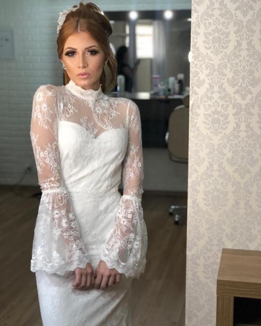 Vestido de noiva com gola alta