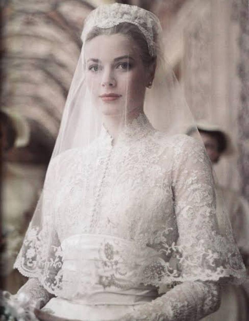 Vestido de noiva com gola alta Grace Kelly