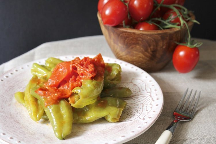 Friggitelli con pomodori