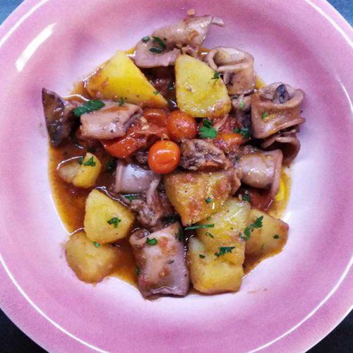calamari-con-patate-e-pomodoro