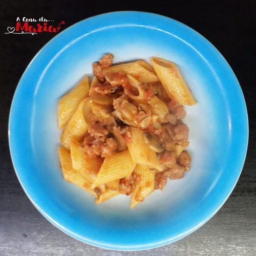 Pennoni-al-sugo-di-salsiccia-e-funghi