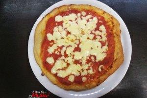 Pasta per pizza con farina macinata a pietra