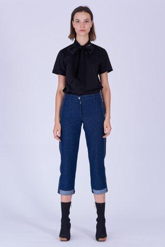 Acephala Fw19 20 Black T Shirt Bowtie Organic Czarny Kokarda Dark Blue Denim Trousers Jeans Stripe Niebieskie Jeansy Front 1