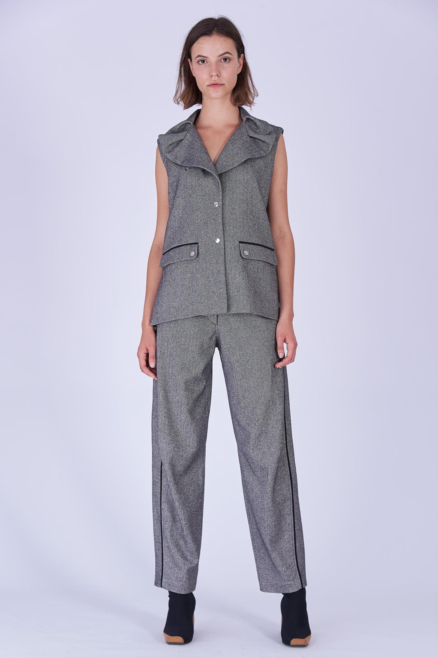 Acephala Fw19 20 Grey Herringbone Wool Sleeveless Jacket Trousers Marynarka Szara Jodelka Welna Spodnie Front 2