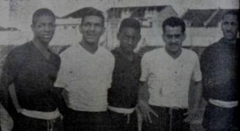 F 02 - 1956 -Zito ao lado de Pelé