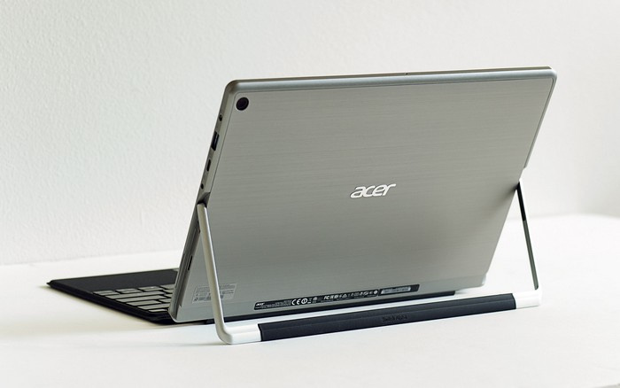 acer-switch-alpha-12-kickstand