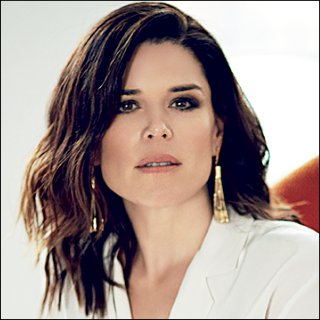Neve Campbell Profile Photo