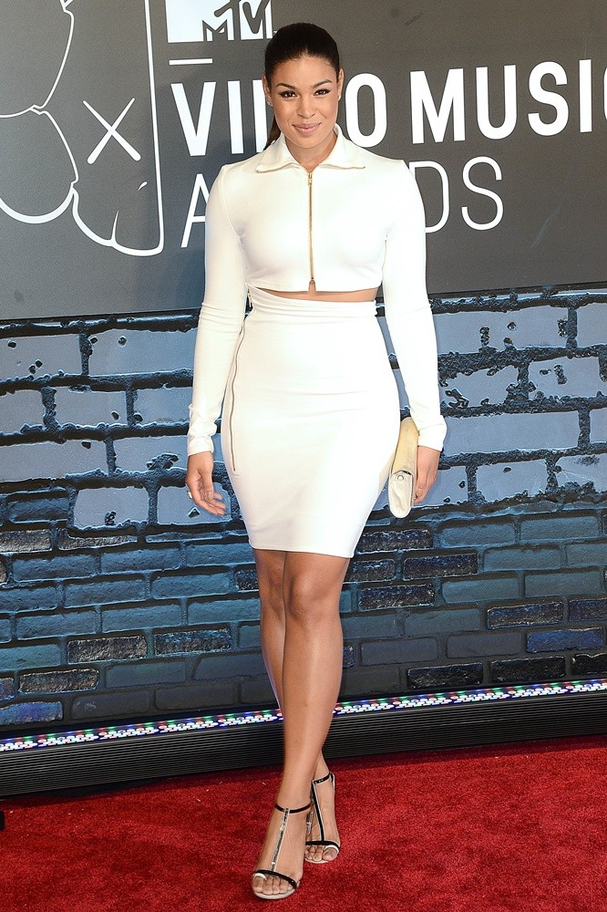 https://i0.wp.com/www.aceshowbiz.com/images/wennpic/jordin-sparks-2013-mtv-video-music-awards-02.jpg?resize=666%2C1000