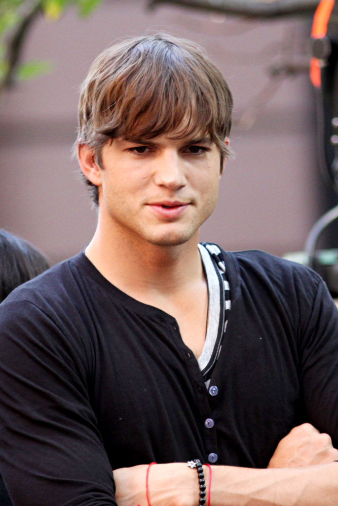 ashton kutcher to help russian officials in ending human trafficking