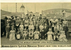 <i>The world's greatest little people </i>[New-York, Etats-Unis], carte postale, 1912. © Groupe de Recherche ACHAC / DR