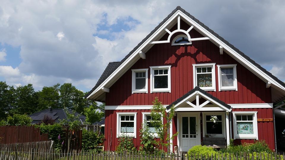 Maison en bois rouge