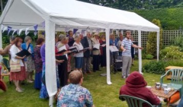 Joe leading Achoiring Voices in first charity performance