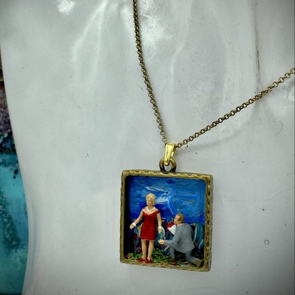 Diorama Lovers Necklace