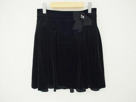 ウエストのリボンチャームがポイント。フォクシーニューヨークのベロアスカートを買取しました