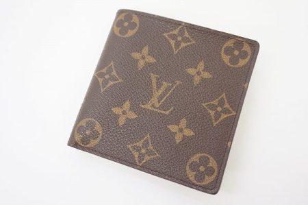 定番のモノグラム柄で使いやすくコンパクト、ルイヴィトンの二つ折り財布を買取しました