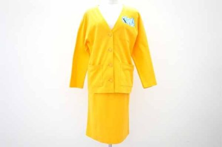 イヴ・サンローランのスカートスーツを店頭預かり買取いたしました