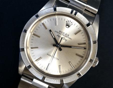ロレックス ROLEXのロゴとシルバーの輝きがスタイリッシュなメンズ用の腕時計エアキングを買取させて頂きました。