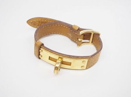 キャメルとゴールドの柔和な組み合わせでどんな色味の時計とも相性抜群の交換用ベルト!エルメス HERMES