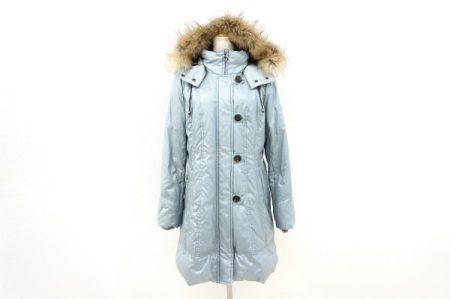 淡い水色が綺麗なレリアンのファー付きコートを買い取りました