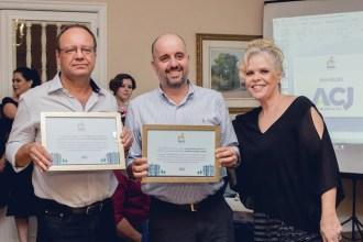 Edmilson Carvalho e Leonardo de Oliveira, dos Edifícios Royal Place e Antlântida, respectivamente receberam o Prêmio Mais Síndico da diretora da ACJ Condomínios, Vanisi Ferreira