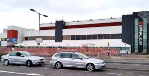 cardiff airport transfers a class drivers