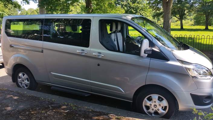 Executive Long Distance MPV Taxi From Cardiff To London