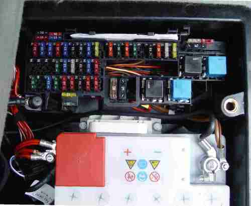 small resolution of note the position of the battery in relation to the fuse board the terminals are next to the board with the battery terminals being of different size and