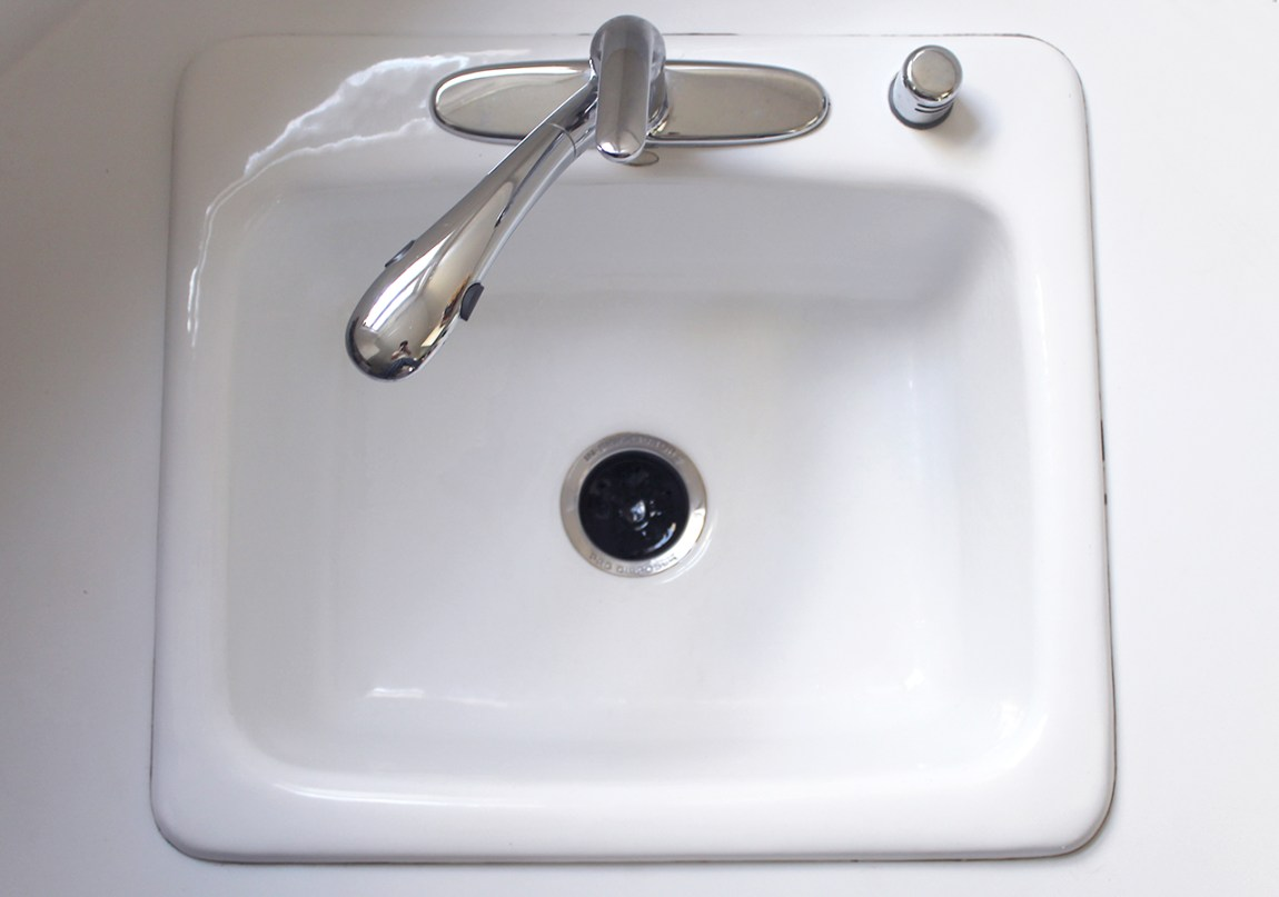How To Clean a Kitchen Sink in 3 Minutes - A Clean Bee