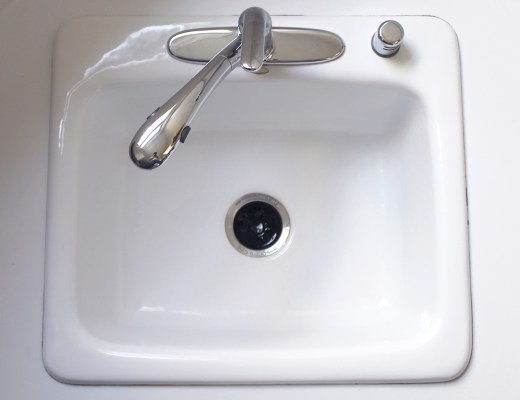 How to remove stains from a white porcelain kitchen sink