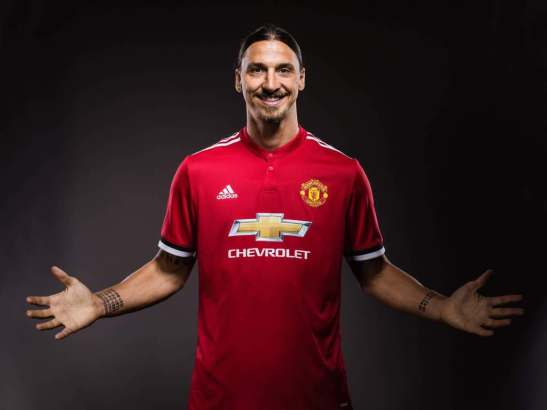Manchester United re-sign Ibrahimovic