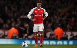 Arsenal reject Liverpool's bid for Alex Oxlade Chamberlain