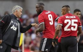 Mourinho furious with United players for playing 'PlayStation football'