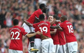 United hammer Everton to reclaim top spot