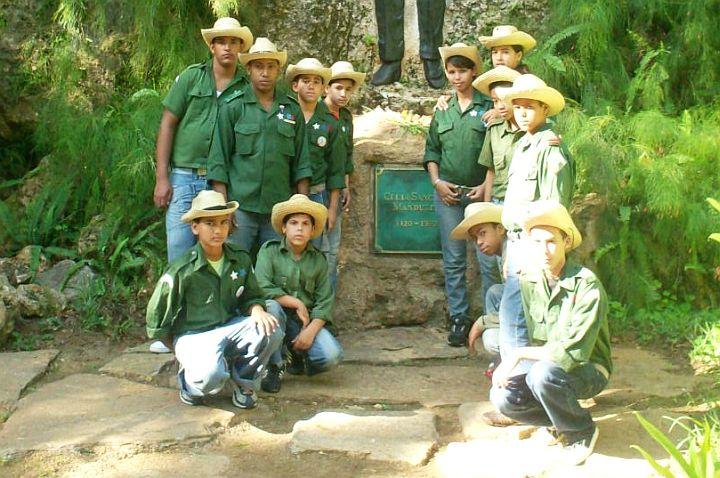 0811-jovenes-cubanos-3.jpg
