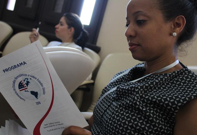 Con una mirada crítica desde la academia, investigadores y profesores de la Isla debaten durante dos días en la Conferencia de Estudios Hemisféricos y sobre EE.UU. 2018, sobre los procesos internos de Estados Unidos y su política exterior hacia Cuba. Unidos