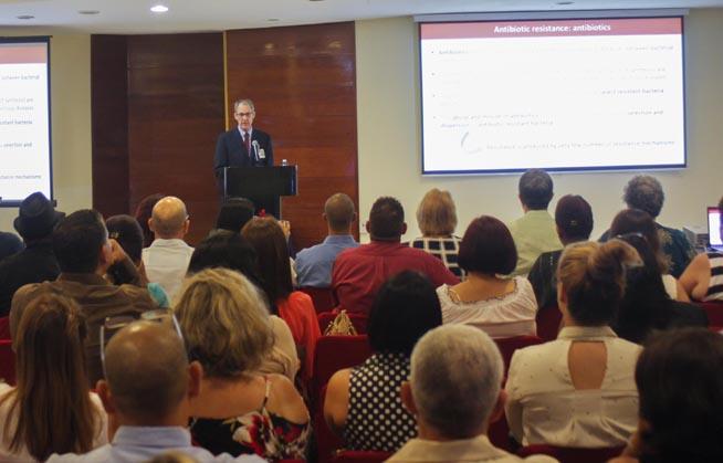 Sesiona Congreso Internacional sobre la Resistencia a los antimicrobianos, del laboratorio a la clínica, en el hotel Meliá Habana, Cuba, el 26 de septiembre de 2018.