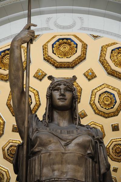 Detalle de la Estatua de la República, ubicada en el Capitolio Nacional, considerada la tercera en tamaño, entre las esculturas emplazadas bajo techo, en todo el mundo, en La Habana, Cuba, el 24 de febrero de 2018. ACN FOTO/Omara GARCÍA MEDEROS