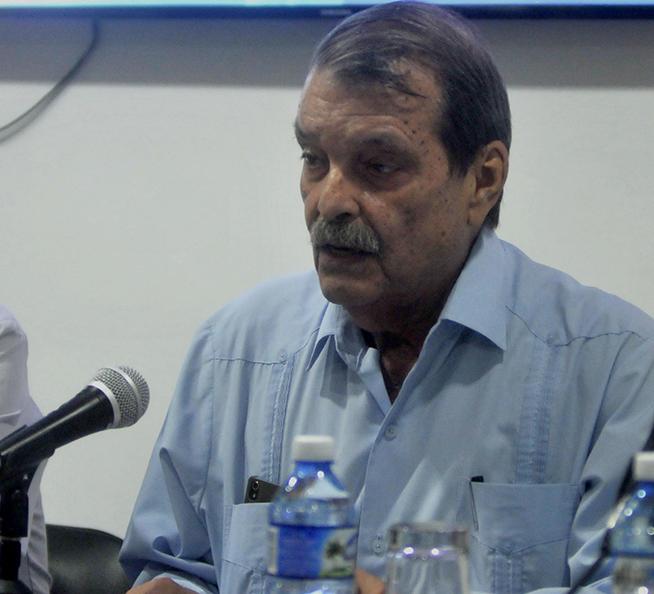 Abelardo Moreno (D), viceministro de Relaciones Exteriores, pronuncia el discurso de clausura de la IV Conferencia de Estudios Estratégicos, del Centro de Investigaciones de Política Internacional de Cuba (CIPI), realizada en la sede del CIPI, en La Habana, el 26 de octubre de 2018.