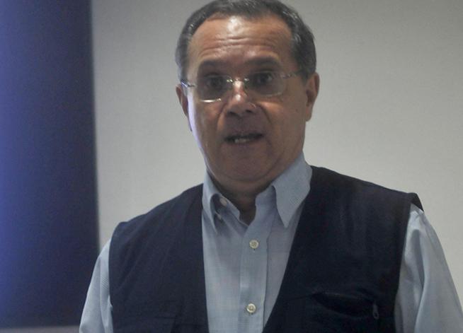 El Lic. Rafael  Hidalgo, del Departamento de Relaciones Internacionales del Comité Central del Partido Comunista de Cuba (CCPCC), realiza una  intervención especial durante la sesión de clausura de la IV Conferencia de Estudios Estratégicos, del Centro de Investigaciones de Política Internacional (CIPI), realizada en la sede de la entidad, en La Habana, Cuba, el 26 de octubre de 2018.