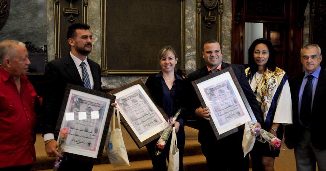 El Dr. C. Manuel Alejandro Romero León (centro izq.), de la filial Santiago de Cuba, Dra. C Alegna Jacomino Ruíz (C), de la filial Cienfuegos, y el Dr. C. Yosdey Dávila Valdés (centro der), de la filial de Artemisa, reciben el Premio Pedagogo Novel, en el acto de entrega de los Premios de Pedagogía Nacional y Novel, en el Aula Magna de la Universidad de La Habana (UH), en Cuba, el 16 de enero del 2019.
