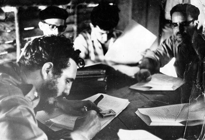 0517---Fidel--firma01_1.jpg