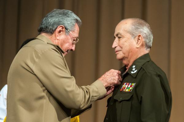 https://i0.wp.com/www.acn.cu/images/articulos/Cuba/raul-acto-angola.jpg