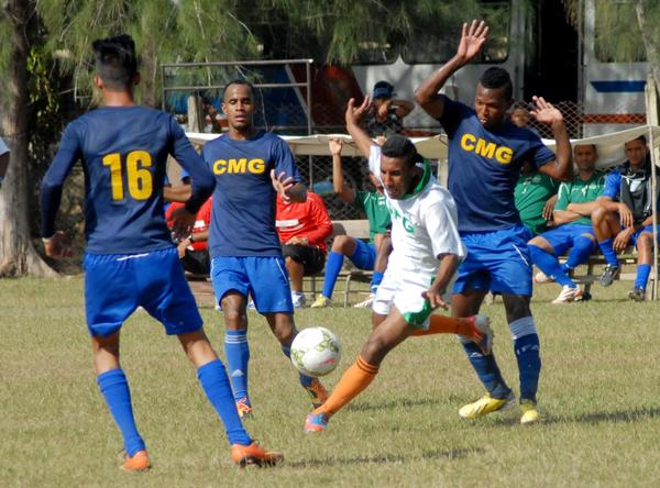 Abanderan equipo camagüeyano de Fútbol
