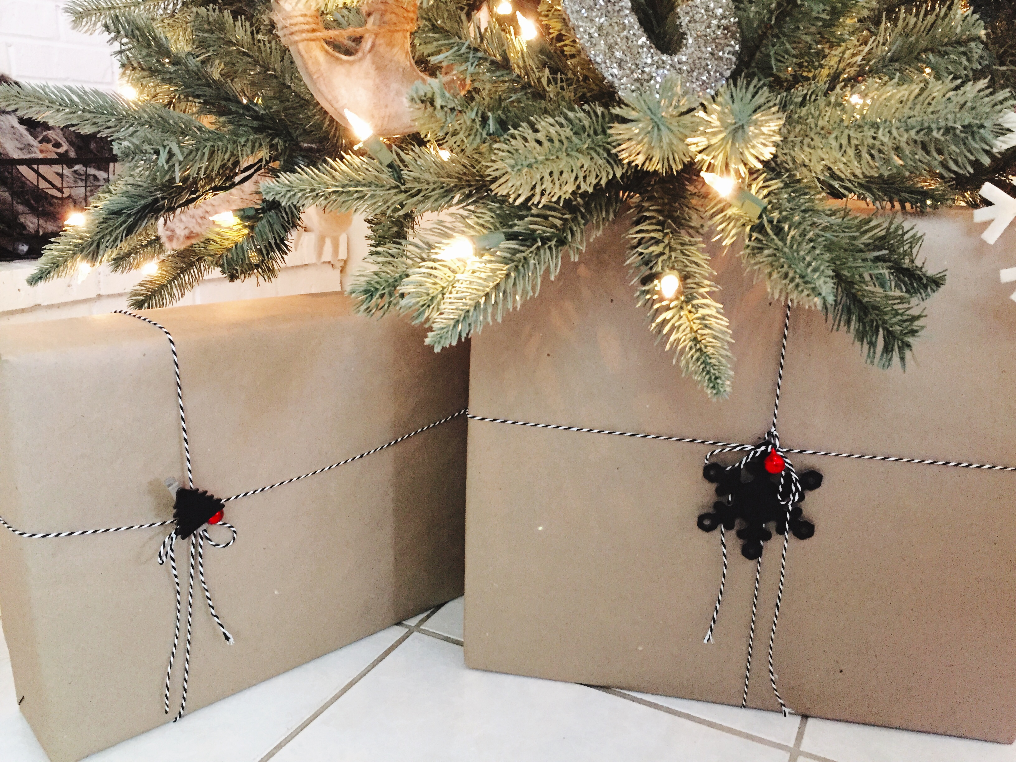 Inexpensive Gift Wrapping Ideas – a coastal cottage