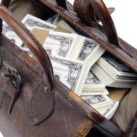 Posso levar todos os dólares na mala ao invés de utilizar o cartão?