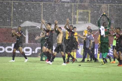 Vitória reage e de virada bate o Vila Nova (GO) no Brasileirão da Série B