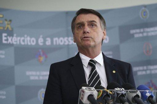 Bolsonaro aumenta jornada de trabalho para bancários; agências funcionarão aos sábados