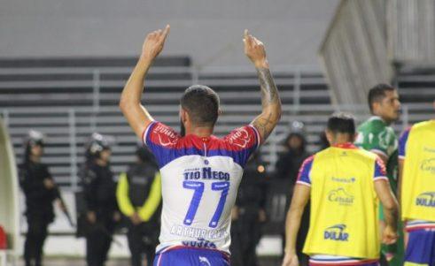 Com um jogador a menos, Bahia bate o CSA, em Maceió